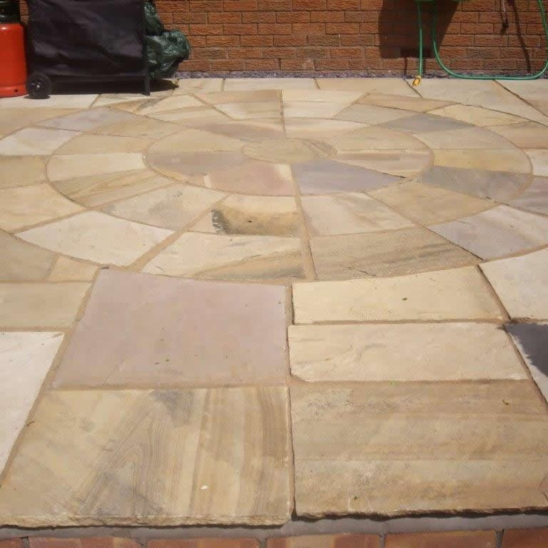 Fossil Mint Indian Sandstone Natural Paving Circle 2.7 Diameter with Squaring off kit