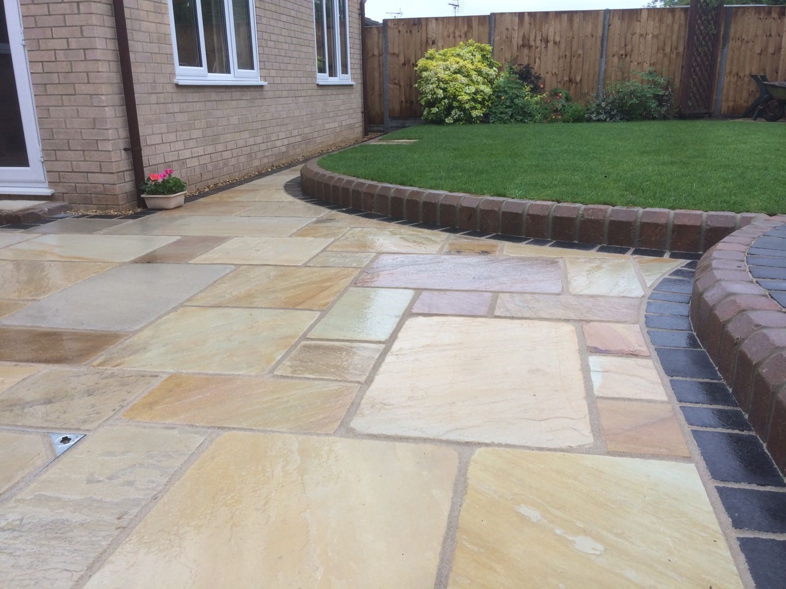 Tumbled Fossil Mint Indian Sandstone Natural 22mm Calibrated Patio Paving Slabs Pack 18.5m2