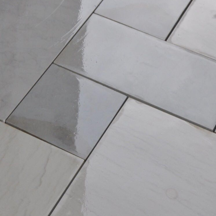 Honed Light Grey Indian Sandstone Natural 22mm Calibrated Patio Paving Slabs Pack 15.5m2