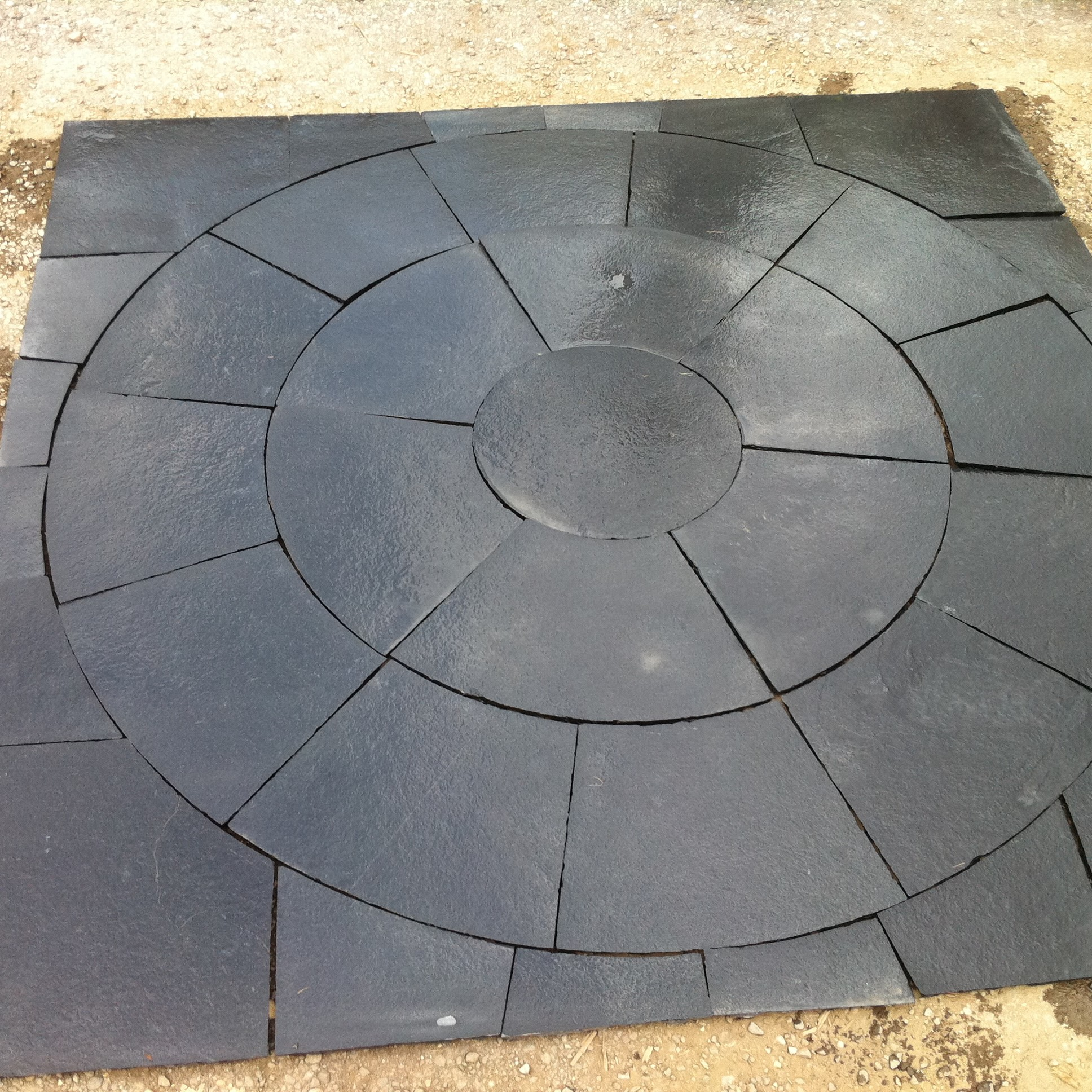Kotah Black Indian Limestone Natural Paving Circle 2.7 Diameter with Squaring off Kit