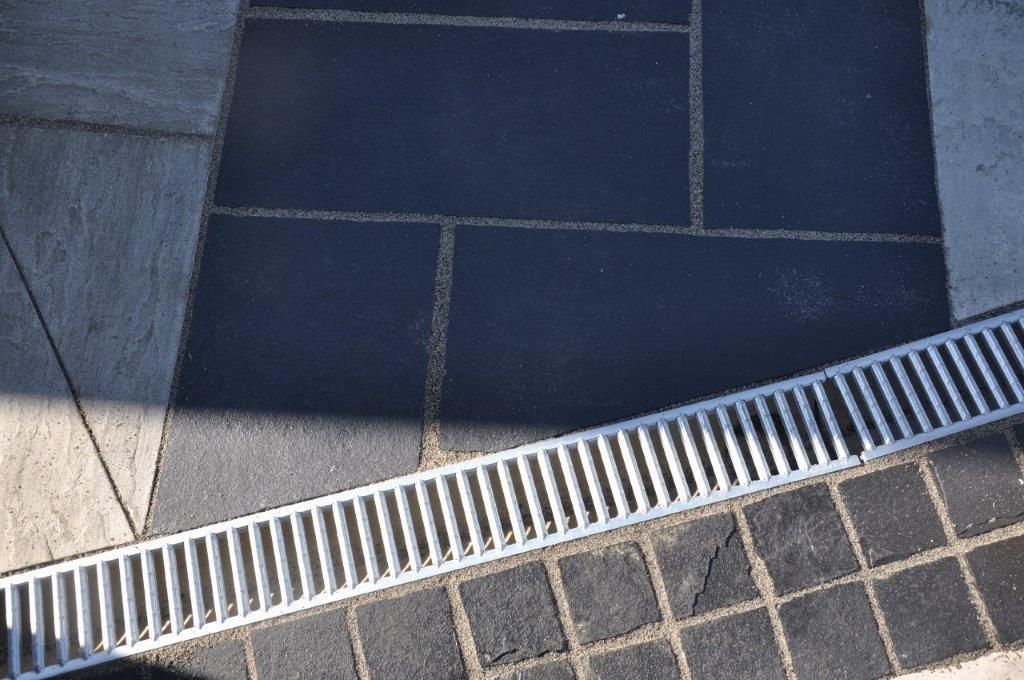 Kotah Black Indian Sandstone Natural Paving Cobbles 10cm x 10cm