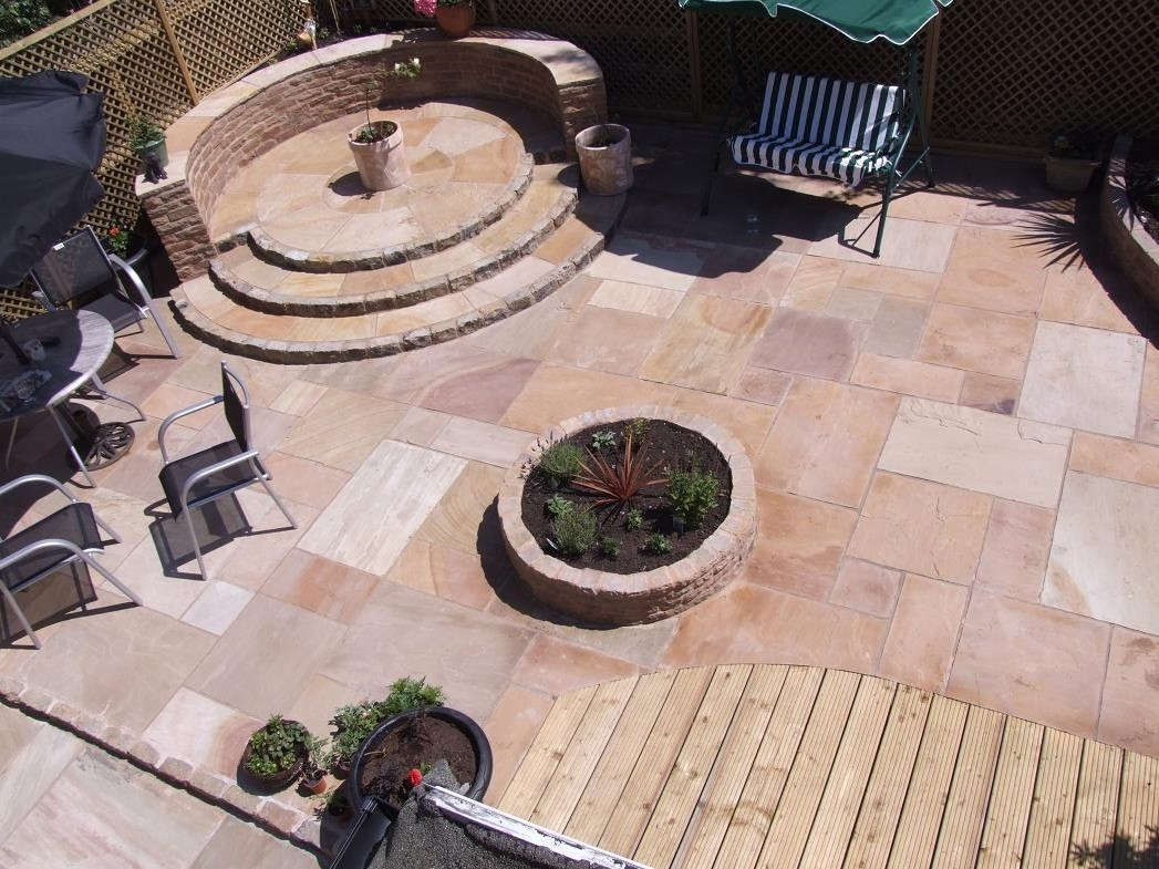 Rippon Rose Indian Sandstone Natural Paving Circle 2.7 Diameter with squaring off kit